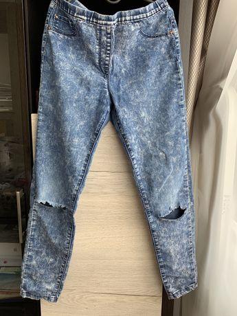 Рваные летние джинсы для девочки 10-11 лет