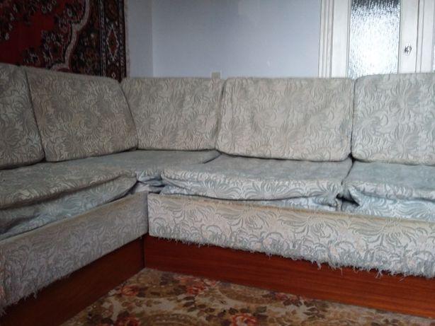 Продаю диван угловой