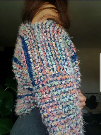 Sweter kolorowy puchaty miś