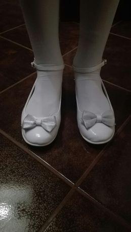 Dziewczęce buty komunijne, lakierki z kokardką rozm.35