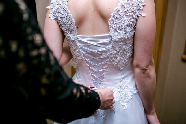 Piękna, Idealna, Suknia Ślubna z gorsetem, zdobienia. Gipiura, Na kole