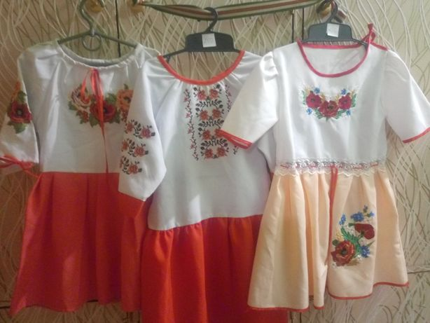 Вишиті плаття та спіднички