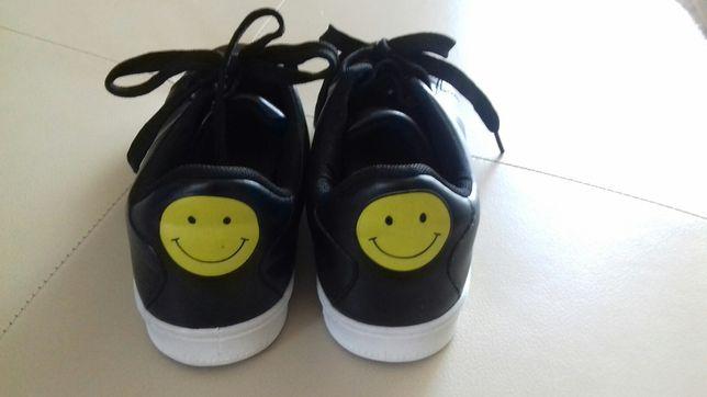 """Buty z """"uśmiechem"""" rozmiar 36"""
