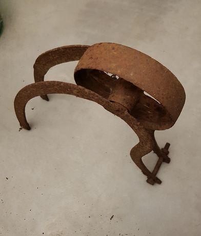 Vendo apetrechos de agricultura muito antigos em ferro