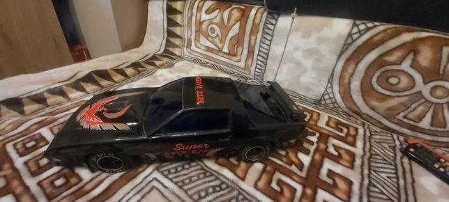 Duże auto na baterie PRL