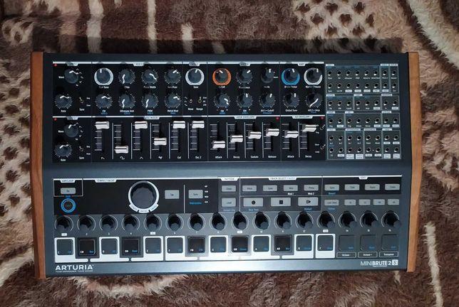 Siel Minibrute 2S Neutron Behringer Yamaha analog synth EHX vintage