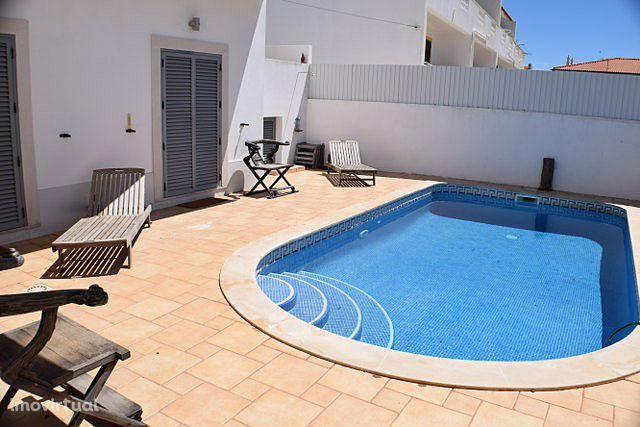 EAR-003 Moradia V4 com piscina privada em Altura
