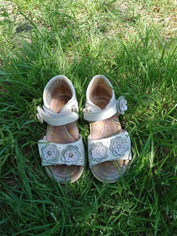 Продам детскую обувь от 20 р. до 27 размера