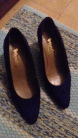 Sapatos azul marinho da Vanda