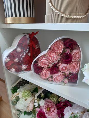 Serduszka na walentynki z różami sztucznymi kwiatami prezent kwiaty