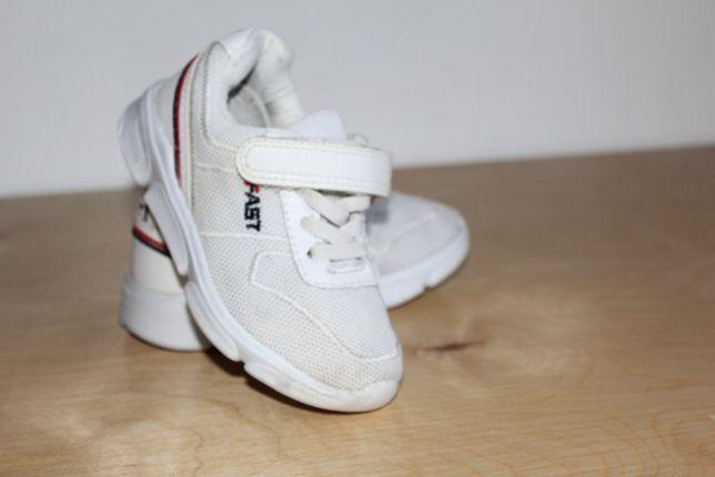 Білі кросовки дитячі