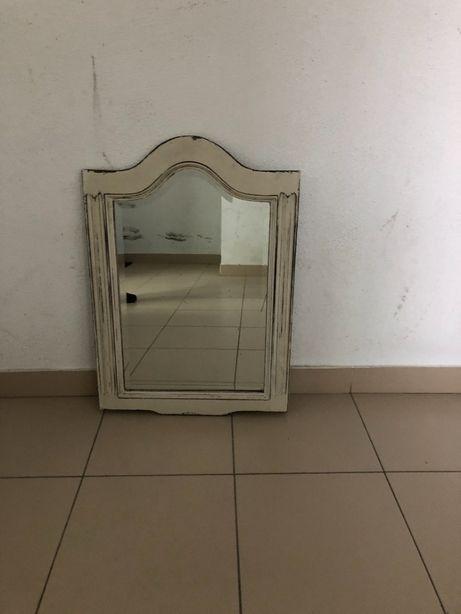 Espelho com moldura em madeira patine provençal