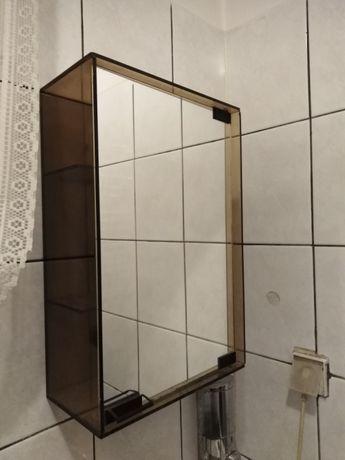 Szklane szafki łazienkowe.