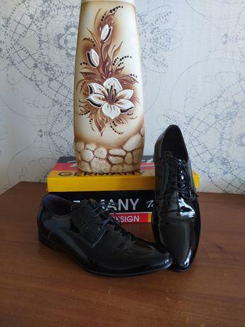 Туфли мужские лаковые Tomfrie 41 размера