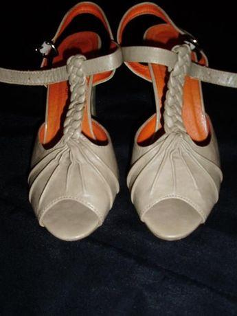 Sapatos em Pele TAM 37 (valor inclui portes)