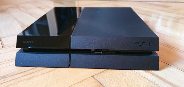 Konsola PS4 z dodatkami