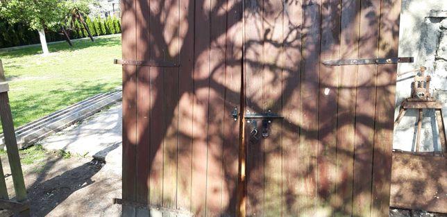 Drzwi garazowe drewniane do odświeżenia