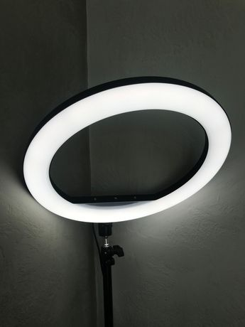 Продаю кільцеву лампу