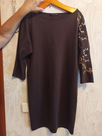 Платье футляр с вышивкой