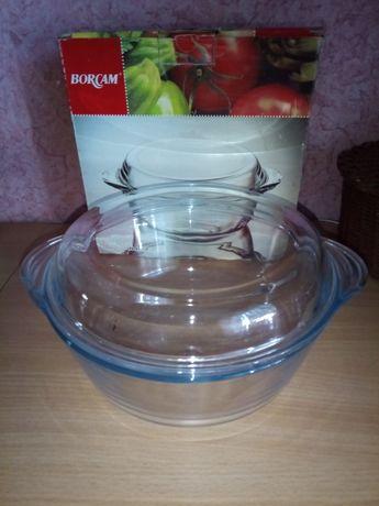 Кастрюля новая из жаропрочного стекла на 2 литра.