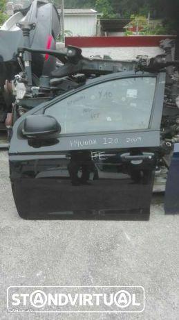 Hyundai I 20 de 2009, porta frente esquerda.