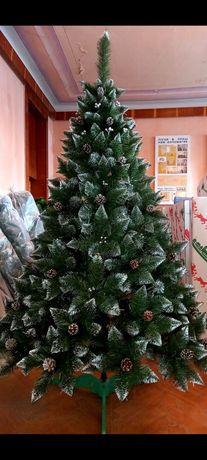 Елитная елка с шишкой и калиной
