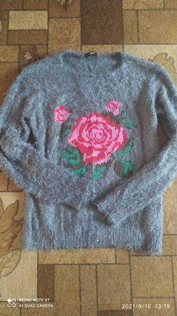 Красивый пушистый свитер