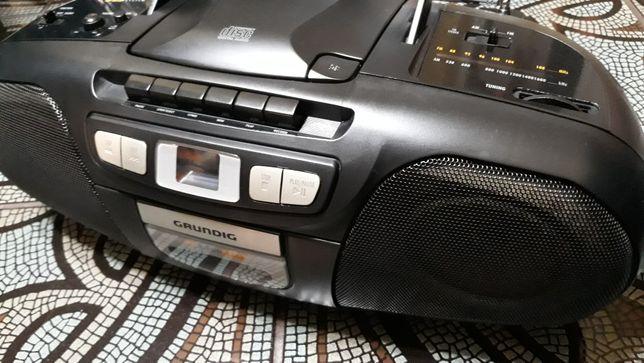 Radiomagnetofon GRUNDIG.