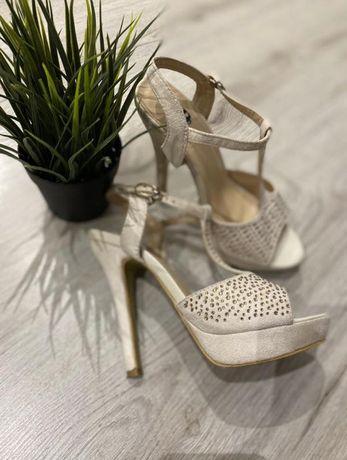 Босоніжки,сандали