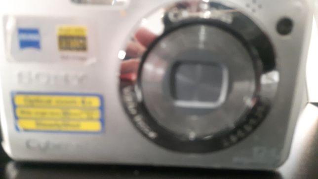 Máquina fotográfica  c imagem Sony e carregador