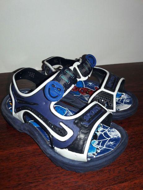 Продам сандалики