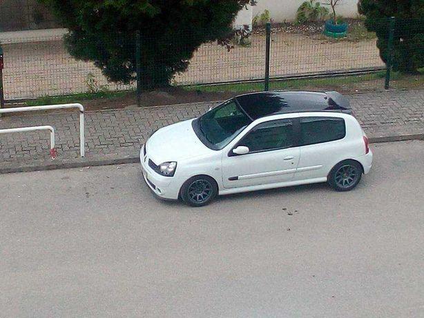 Renault clio com kit rs