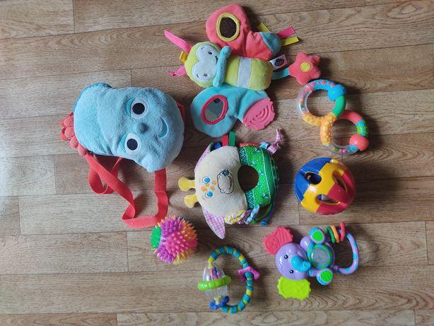 Продам пакет игрушек+ рюкзачок. 200₽