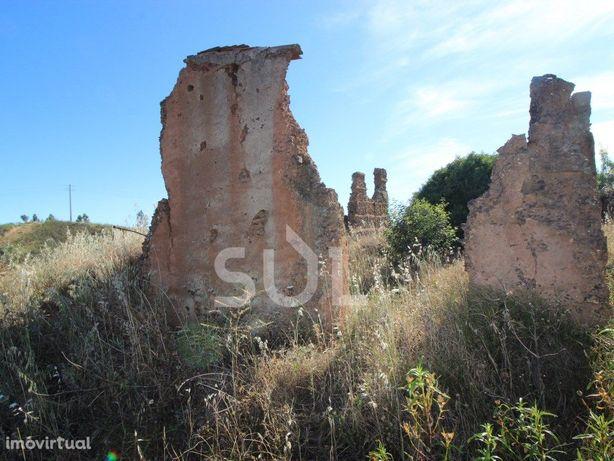 Terreno Misto, com Ruína para reconstrução