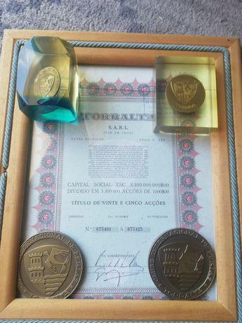 Vários artigos da torralta pisa papéis medalhas e acções
