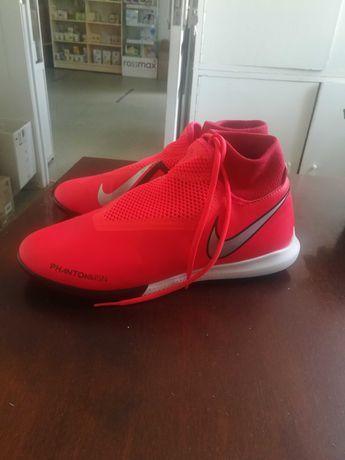 Спортивне взуття/футзалки