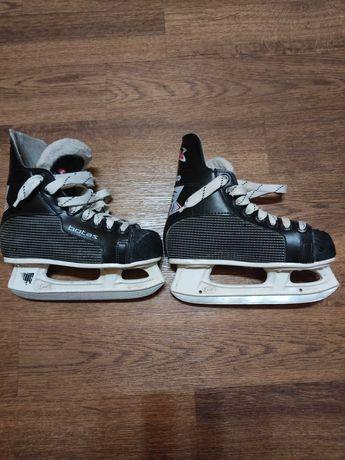 Продам детские коньки для хоккея Botas