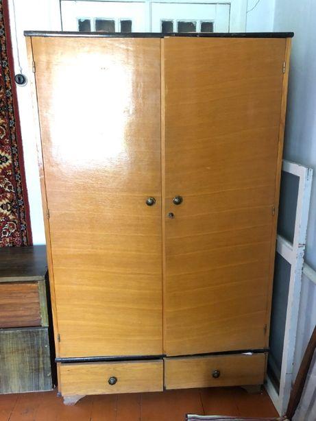 Небольшой спальный шкаф