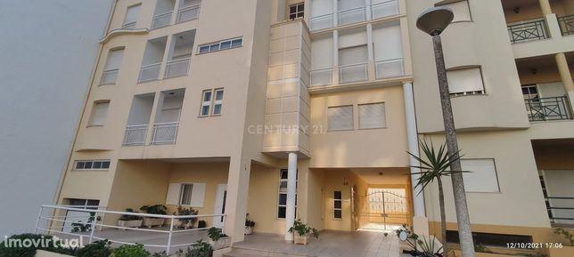 Apartamento T1 com garagem a 300m da praia (Com proposta aceite)