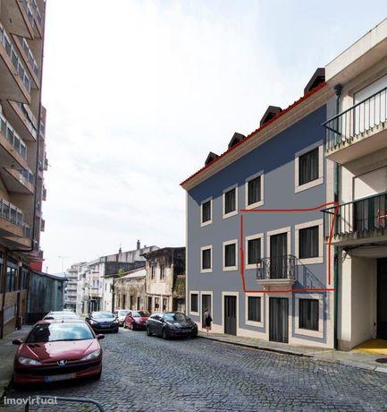 Apartamento T1 mobilado e com garagem no centro histórico de Braga.