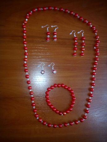 Zestaw biżuterii czerwona perła (kolczyki x3szt., korale, branzoletka)