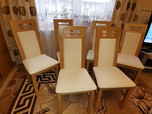 6 krzeseł w stanie idealnym.