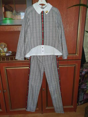 Нарядный школьный костюм.