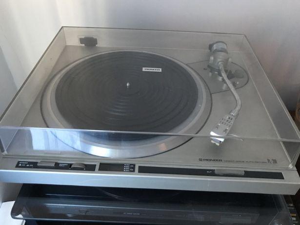 Gira discos Pioneer PL 200