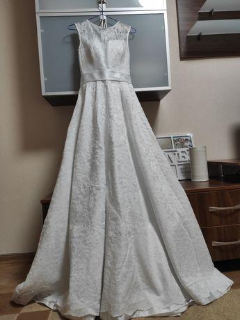 Свадебное платье, круги и новая фата в подарок