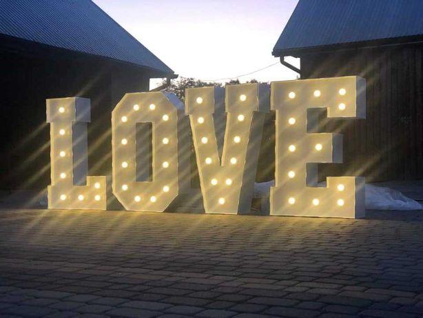 Napis LOVE podświetlany LED