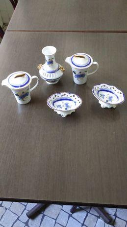 Cinco Peças em Porcelana ( Vitoria )