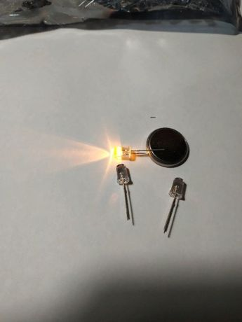 Мигающий светодиод 5 мм жёлтый