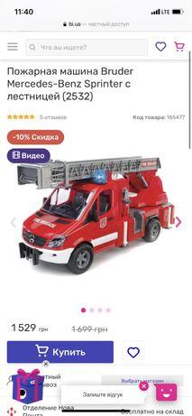 Пожарная машина Bruder с пожарным человечком Брудер