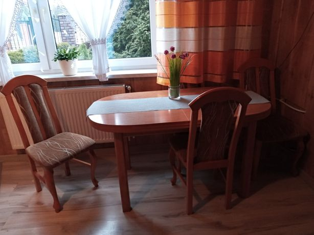 Stół rozkładany krzesła